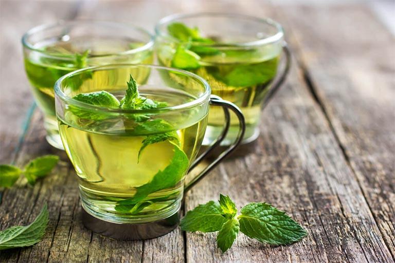 nấu nước lá kinh giới uống chữa bệnh mề đay