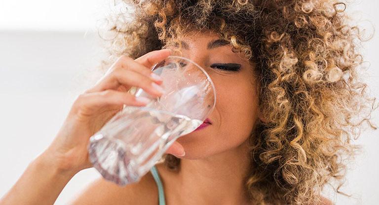 Cách chữa bị dị ứng son môi