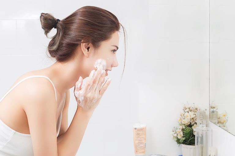 nguyên nhân gây dị ứng sữa rửa mặt