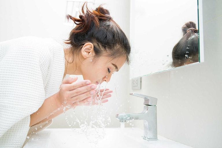 cách xử lý dị ứng sữa rửa mặt