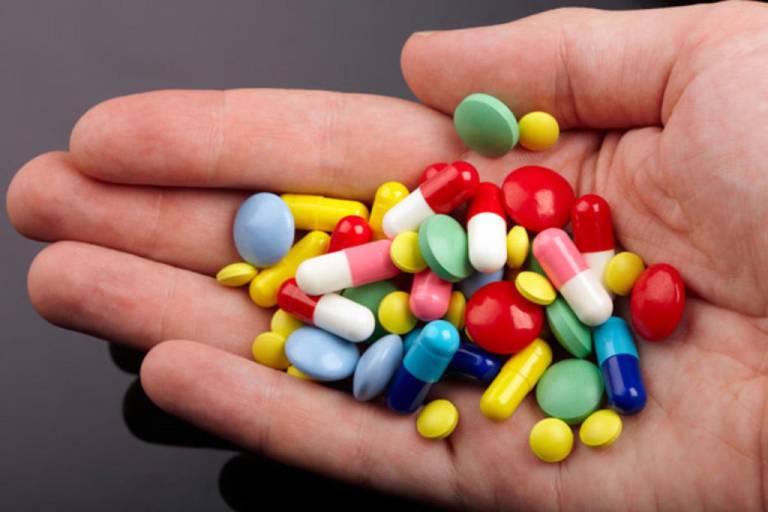 Dùng thuốc Tây điều trị HIV