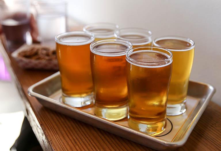 Rượu bia làm giảm chức năng thận và gan