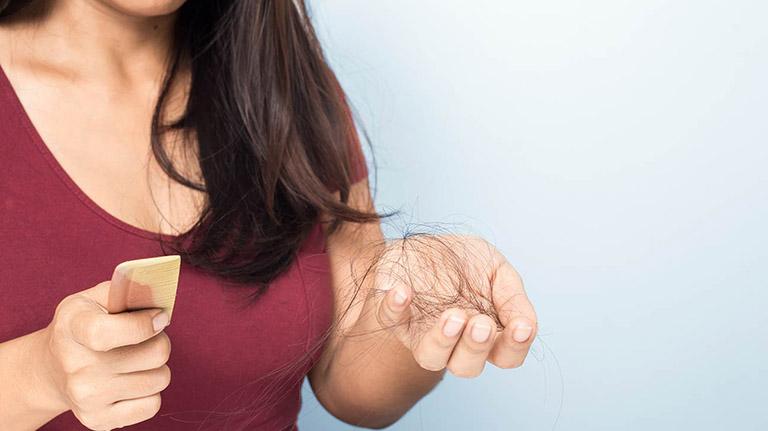 Viêm da dầu ở đầu gây rụng tóc