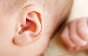 Chàm vành tai ở trẻ sơ sinh và các biện pháp điều trị an toàn
