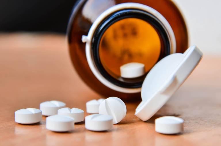 Thuốc uống Corticosteroid điều trị bệnh chàm