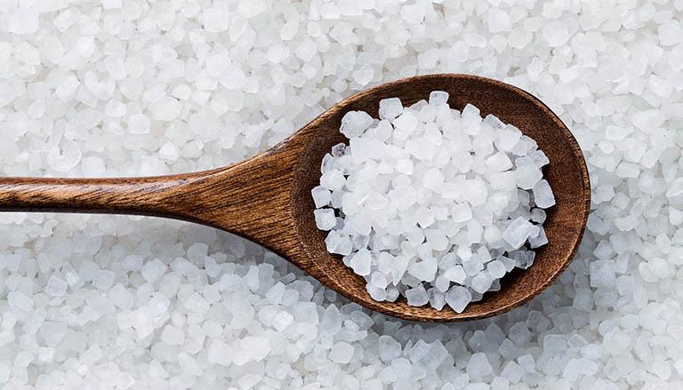 Công dụng của muối trong điều trị mề đay mẩn ngứa