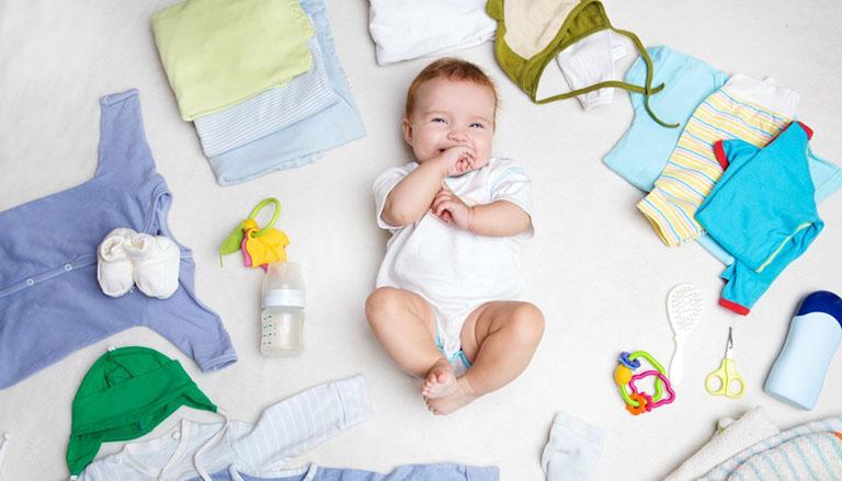 Cho trẻ sơ sinh mặc gì vào mùa hè?