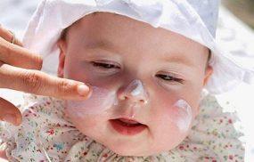 Bé bị chàm sữa bôi thuốc gì an toàn và không tác dụng phụ?