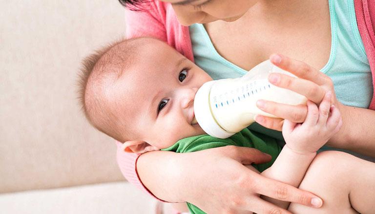Loại sữa có thể thay thế sữa mẹ cho bé