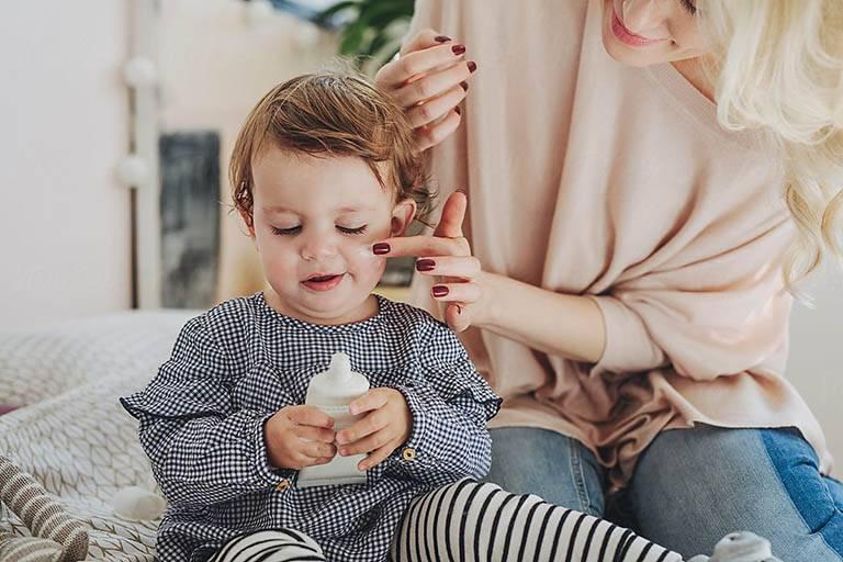 Hướng dẫn sử dụng kem trị chàm sữa Dexeryl