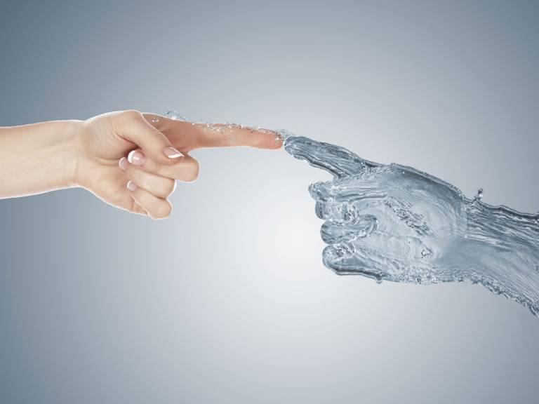 Phòng ngừa tình trạng tay bị ngứa khi gặp nước lạnh