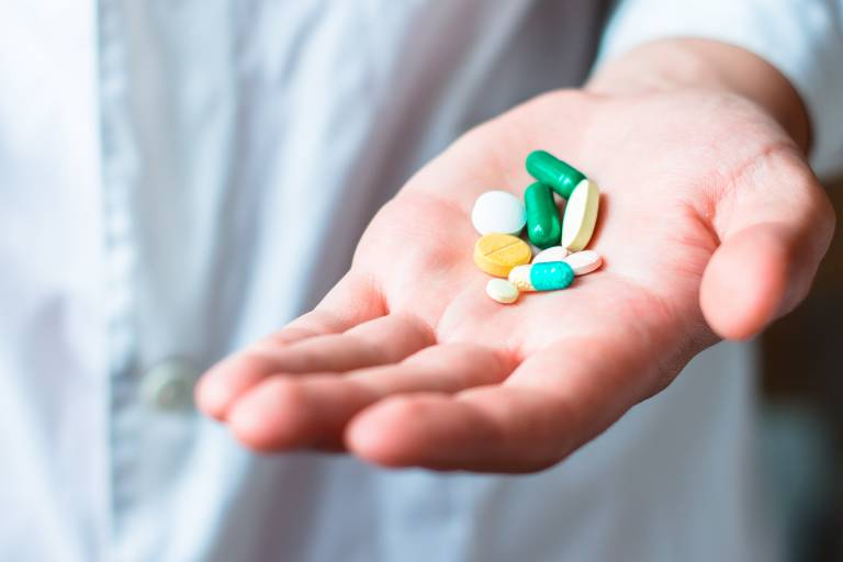 Dùng thuốc Tây điều trị