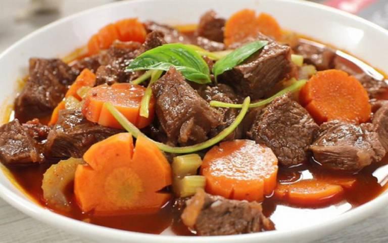 Đối với các trường hợp bị ốm nghén, bạn có thể chia nhỏ các bữa ăn thành nhiều lần từ 6 - 8 bữa