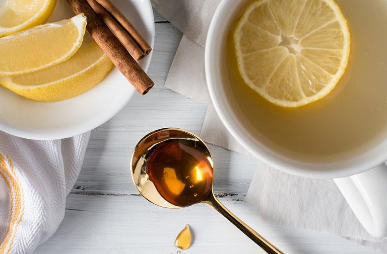 Chữa viêm họng hạt bằng mật ong và gừng