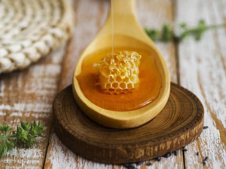 Cách trị ho cho bà bầu với mật ong