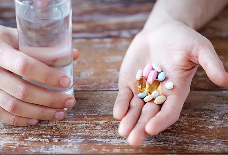 Cách uống thuốc Tây không hại dạ dày người bệnh nên biết