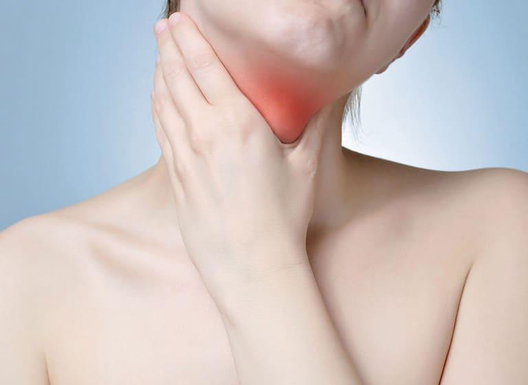 Cổ họng đau rát khi nuốt
