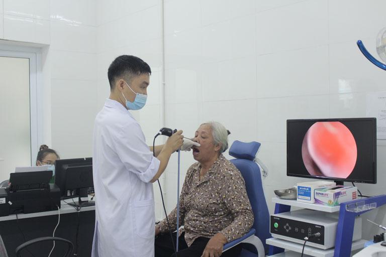 Nội soi tai mũi họng để xác định tình trạng viêm nhiễm