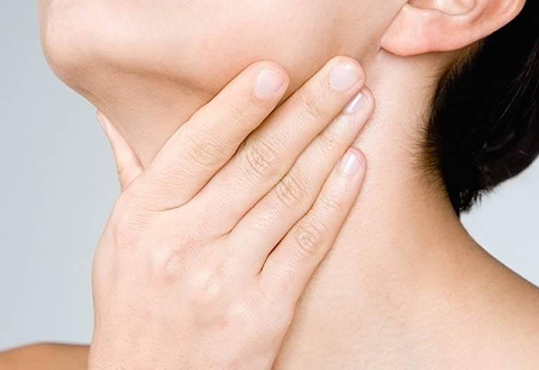 Nuốt nước bọt đau họng là bị gì? Cách khắc phục nhanh chóng