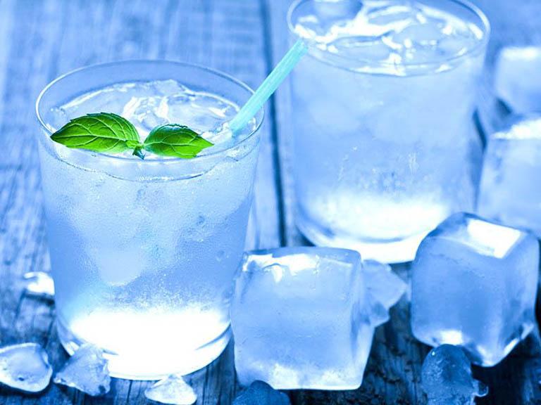 sinh xong bao lâu được uống nước đá