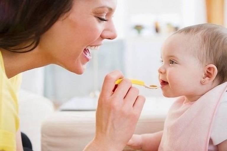 Một số lưu ý khi sử dụng siro trị ho cho bé