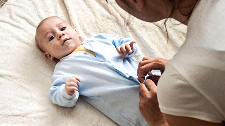 trẻ sơ sịnh bị ho có đờm và sổ mũi