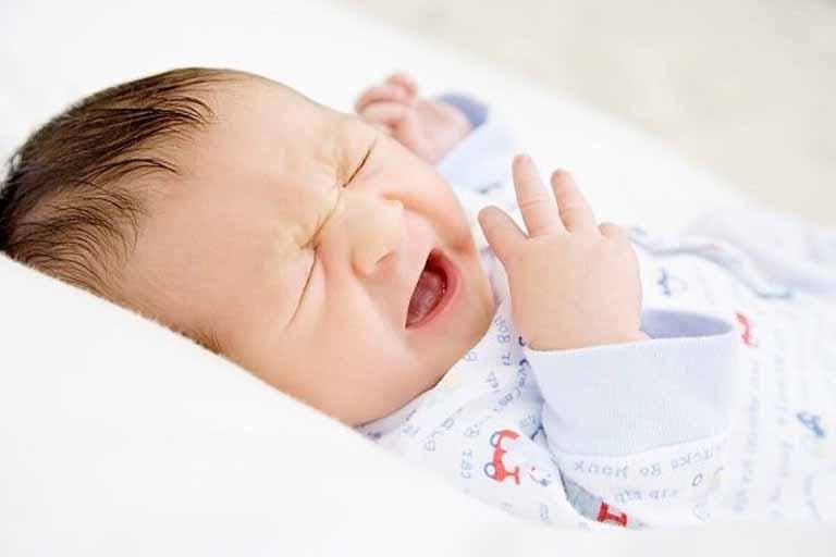 Nguyên nhân khiến trẻ sơ sinh khó ngủ