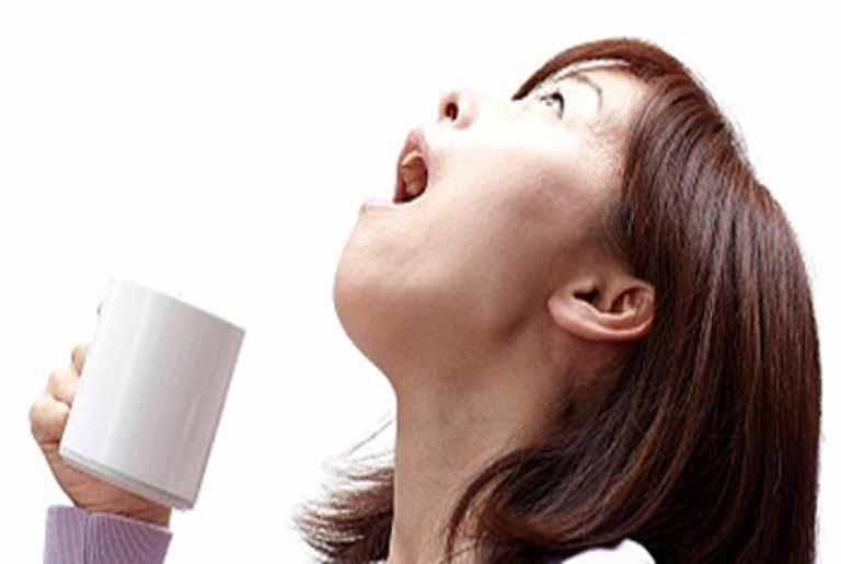 Cách ngậm nước muối chữa viêm Amidan