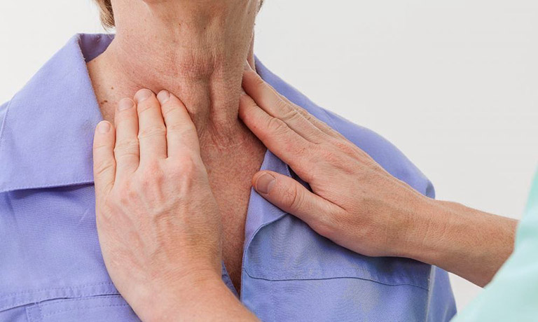 viêm họng bị sưng hạch ở cổ