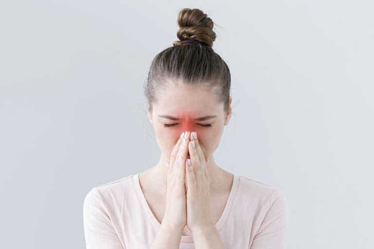 Người bệnh viêm xoang bị sốt là do đâu?