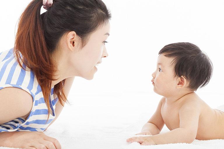 Khi nào cần bổ sung canxi cho trẻ sơ sinh