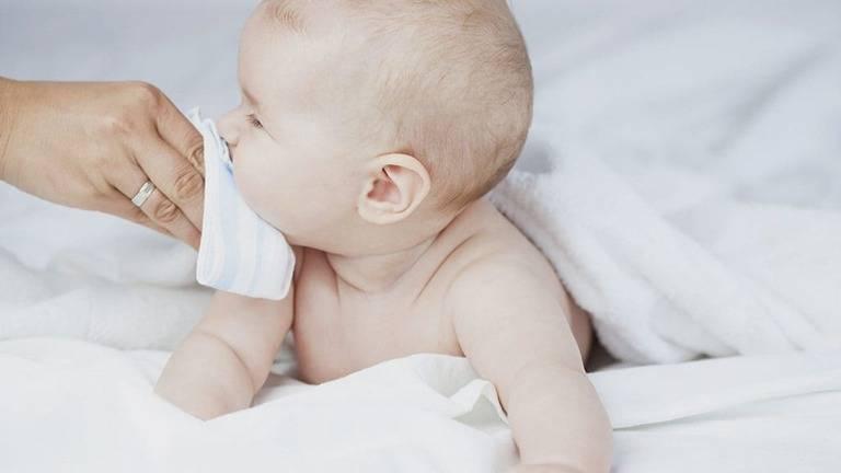 Cách chữa đờm cho trẻ sơ sinh 2 tháng tuổi đơn giản an toàn