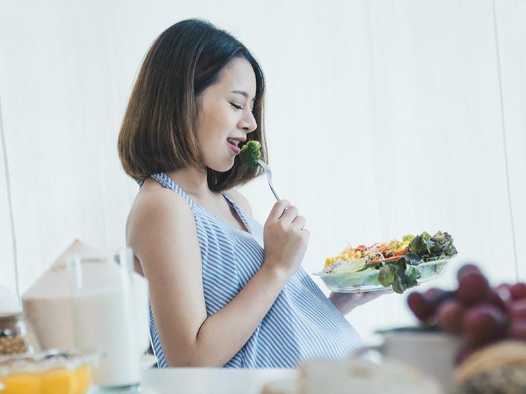 Chế độ dinh dưỡng cho bà bầu theo từng giai đoạn chuẩn nhất