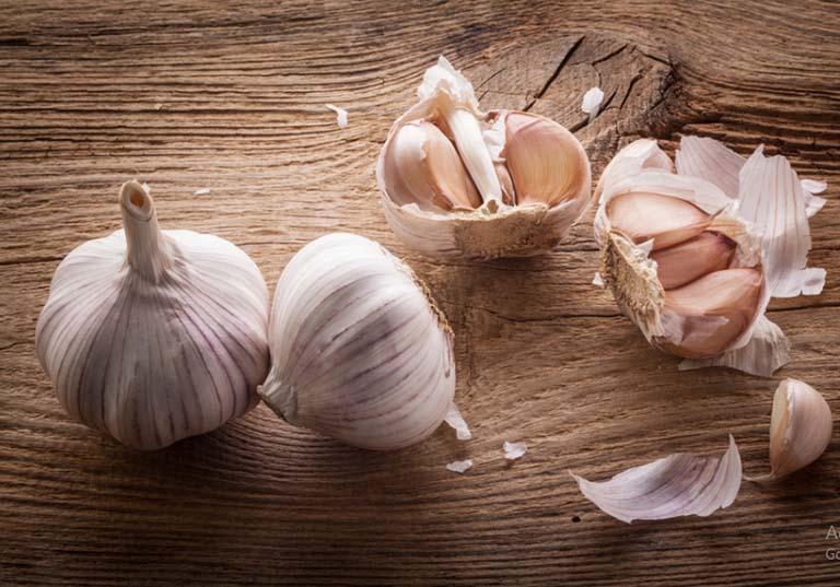 6 Cách chữa hắc lào bằng tỏi đúng giúp bệnh khỏi nhanh chóng