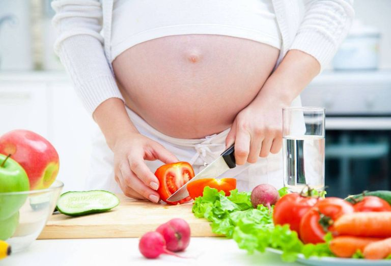đau bụng dưới khi mang thai tháng đầu