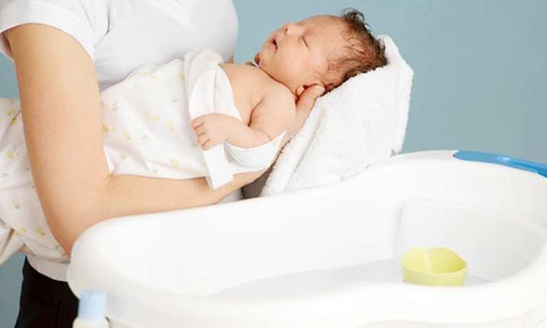 Dầu gội trị viêm da tiết bã trẻ sơ sinh loại nào tốt nhất?