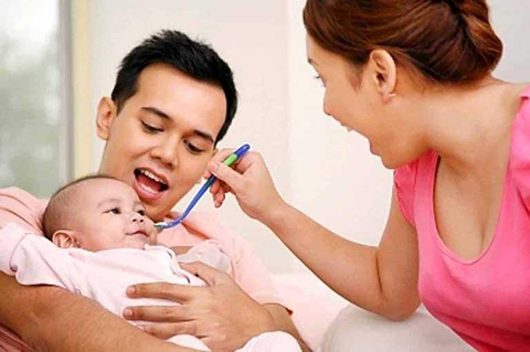 Men vi sinh cho trẻ sơ sinh là gì?