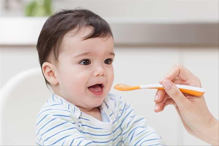 Men vi sinh được chỉ định cho trẻ sơ sinh bệnh gì?