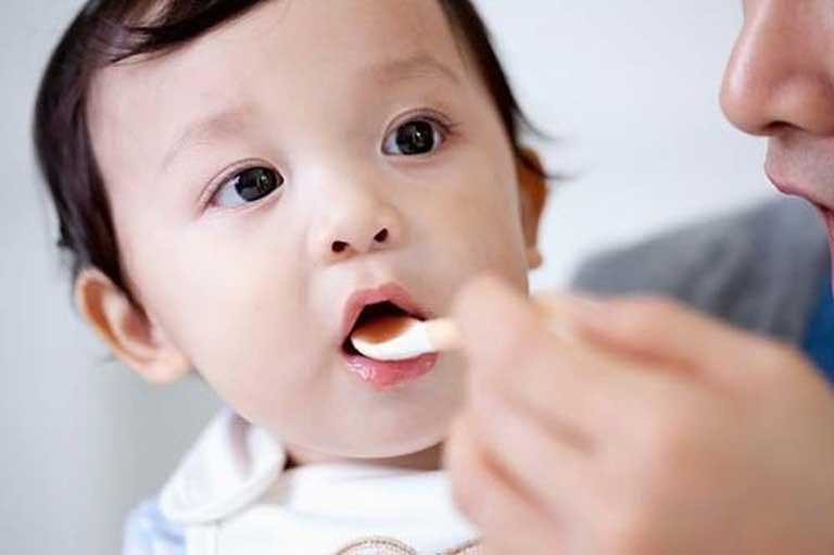 Lưu ý khi sử dụng men vi sinh cho trẻ sơ sinh