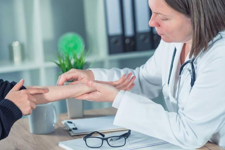 Can thiệp điều trị y tế