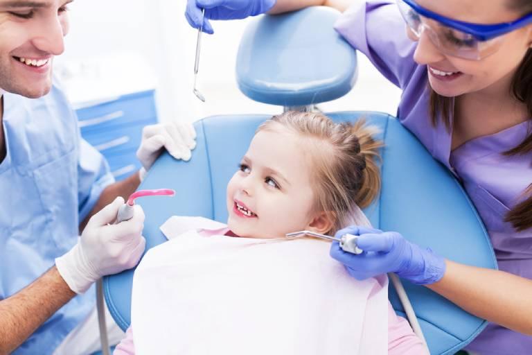 Cần làm gì khi răng trẻ bị mọc lệch?