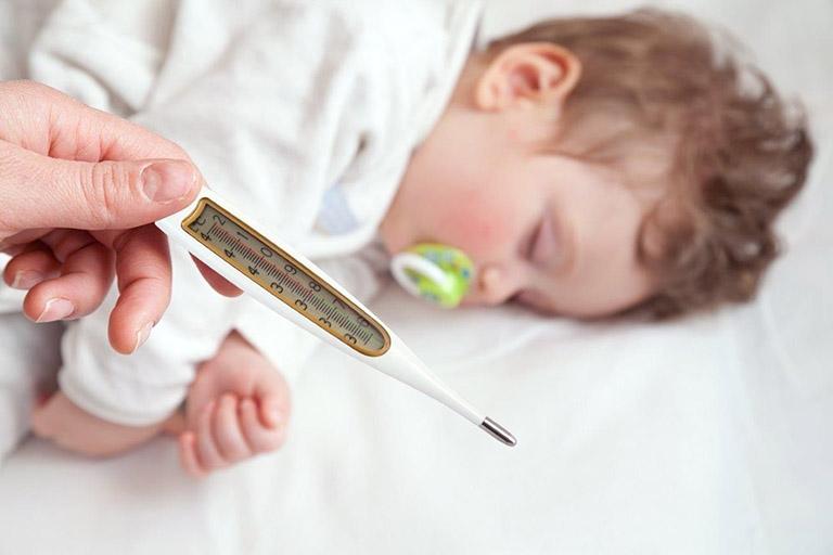 Khi nào cần cho trẻ sơ sinh dùng thuốc hạ sốt và cách dùng