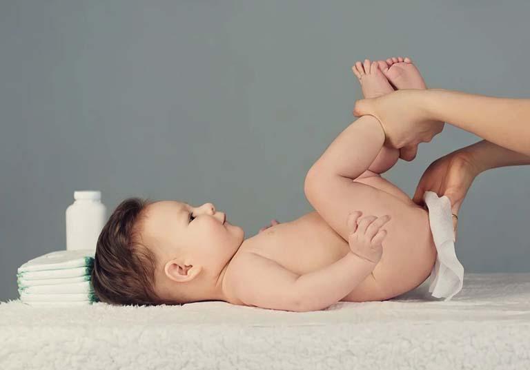 Trẻ sơ sinh đi ngoài có bọt nhầy do đâu?