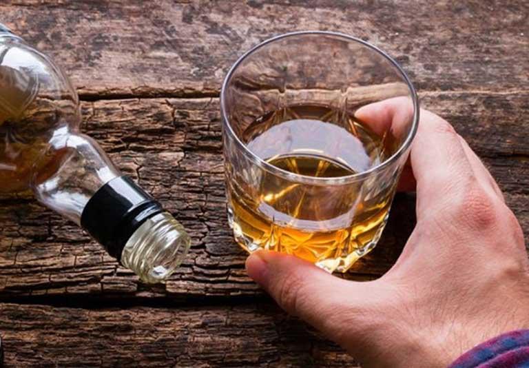 Nguyên nhân gây nổi mề đay do uống rượu