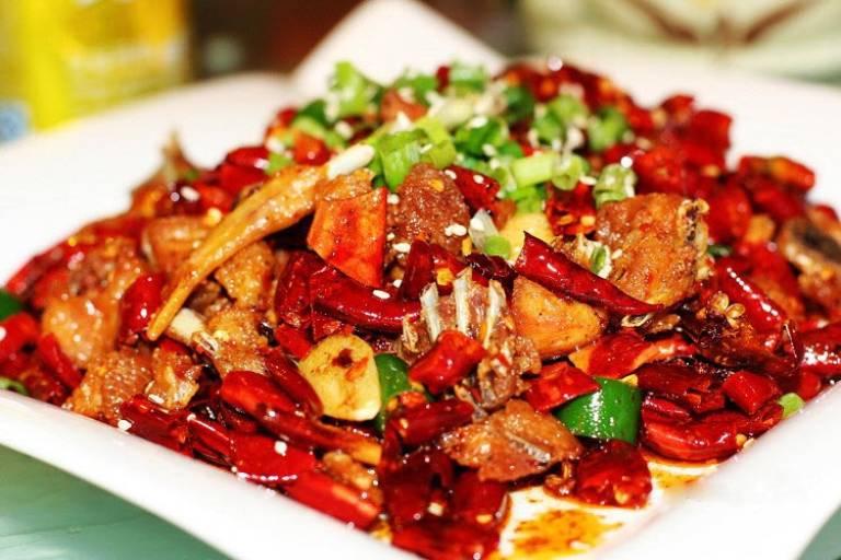 Thức ăn chứa nhiều gia vị và chất béo