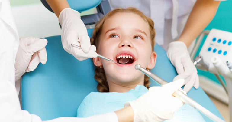 khám răng cho bé ở Hà Nội