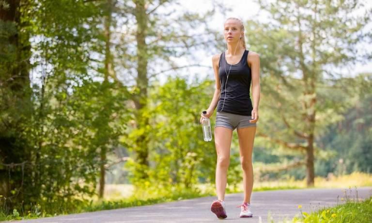 Chú ý kỹ thuật và cường độ đi bộ