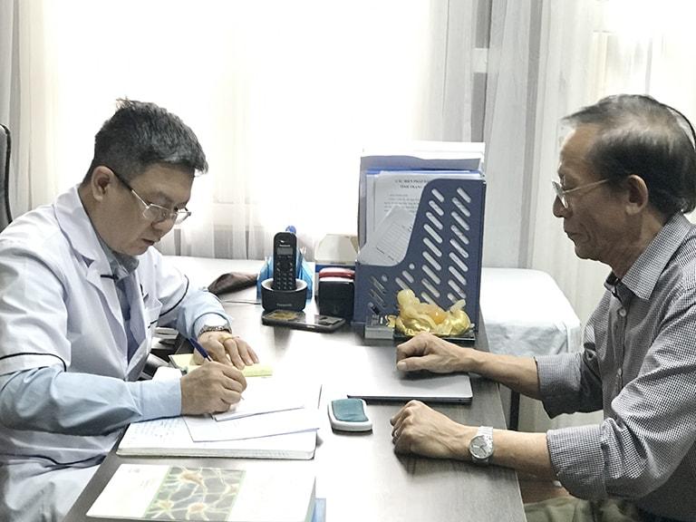Nghệ sĩ Văn Báu tin tưởng tới khám, điều trị bệnh thoát vị đĩa đệm  tại Đỗ Minh Đường