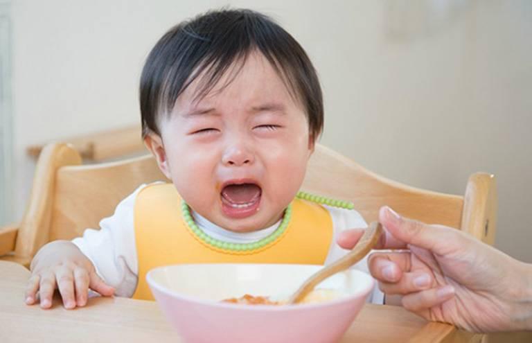 Trào ngược dạ dày ở trẻ sơ sinh có nguy hiểm không?