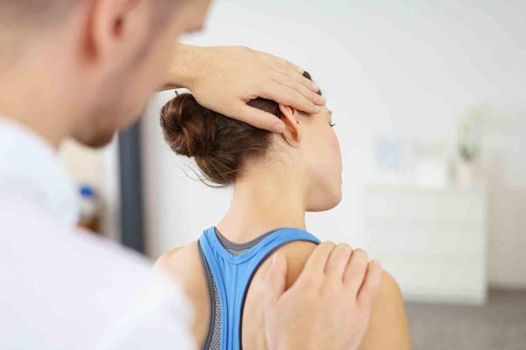 Một số lưu ý khi thực hiện bài tập yoga chữa thoái hóa cột sống